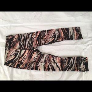 Lululemon Wunderunder Crop pants pink/black size 4